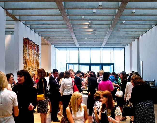 Crowd scene - Womens Event - Saint Louis Art Museum